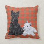 Escocés y perrito de Westie - almohada de Terrier