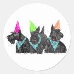 Escoceses de la celebración en gorras del fiesta etiquetas redondas