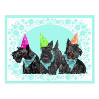 Escoceses de la celebración en gorras del fiesta tarjeta postal