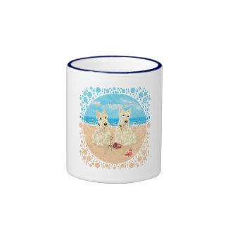 Escoceses de trigo en la playa tazas
