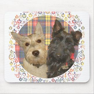 Escoceses de trigo y negros en el tartán alfombrilla de ratón