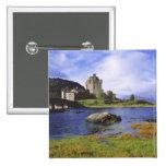 Escocia, montaña, Wester Ross, Eilean Donan 2 Pin Cuadrado