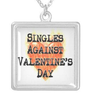 Escoge contra día de San Valentín Colgante Cuadrado
