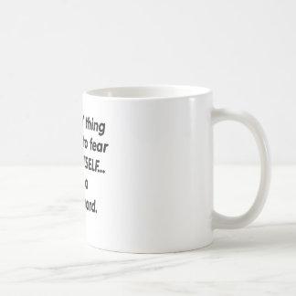 Escolta del miedo taza de café