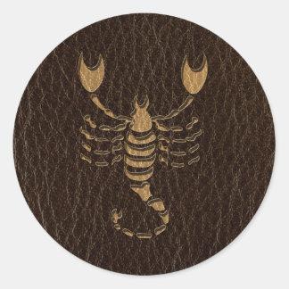 Escorpión de la Cuero-Mirada Pegatina Redonda