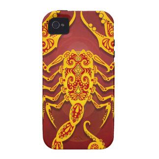 Escorpión tribal rojo de oro complejo, firmemente vibe iPhone 4 fundas
