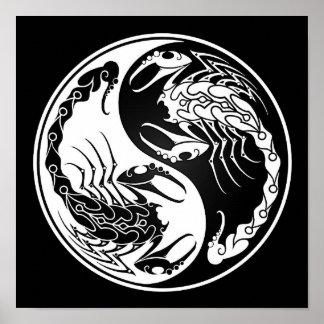 Escorpiones blancos y negros de Yin Yang Póster
