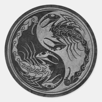 Escorpiones de piedra oscuros de Yin Yang Pegatina