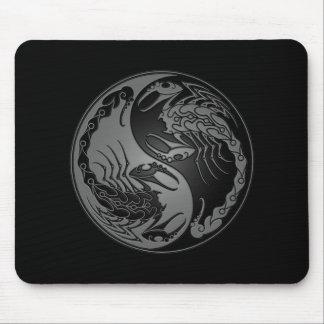 Escorpiones oscuros de Yin Yang Tapetes De Ratón