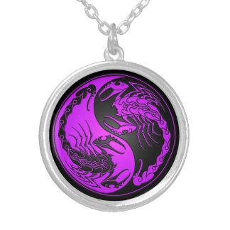 Escorpiones púrpuras y negros de Yin Yang Pendientes