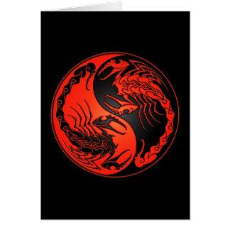Escorpiones rojos y negros de Yin Yang Felicitacion
