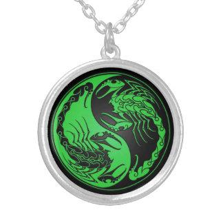 Escorpiones verdes y negros de Yin Yang Grimpola Personalizada