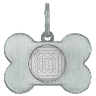 Escribano tribal de plata placas de mascota