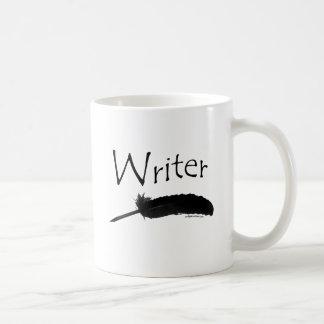 Escritor con la pluma de canilla taza de café