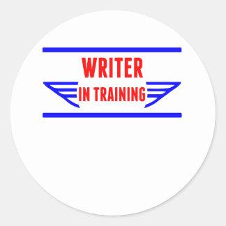 Escritor en el entrenamiento etiquetas redondas