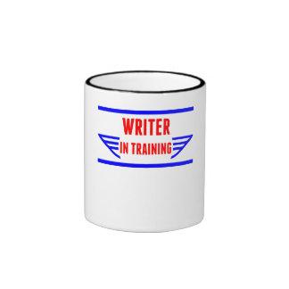 Escritor en el entrenamiento taza de café
