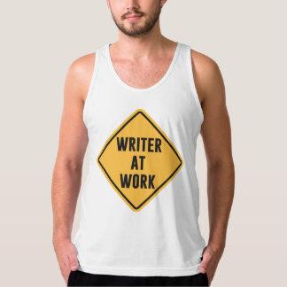 Escritor en la muestra de trabajo de la precaución playeras de tirantes