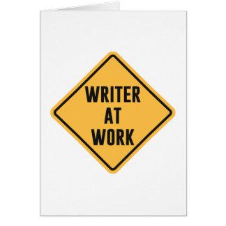 Escritor en la muestra de trabajo de la precaución tarjeta de felicitación