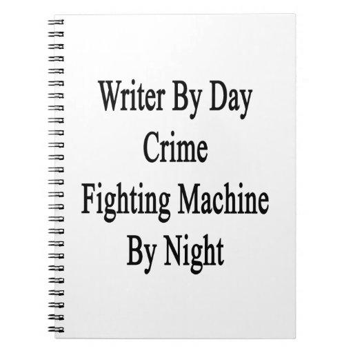 Escritor por la máquina que lucha del crimen del d cuadernos