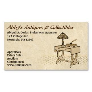 Escritorio antiguo con la lámpara, los libros y la tarjetas de visita magnéticas (paquete de 25)