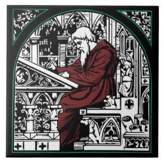 Escritorio y monje medievales azulejo cuadrado grande