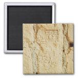 Escritura cuneiforme en una pared del palacio imán