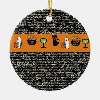 Escritura de Halloween Spookey con la raya anaranj Ornamento Para Reyes Magos