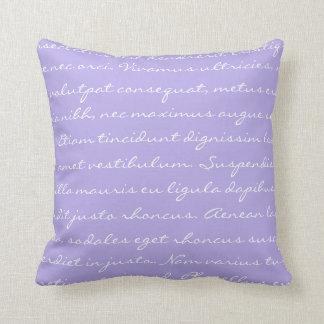 Escritura de Lorem Ipsum - texto púrpura blanco Cojín