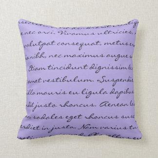 Escritura de Lorem Ipsum - texto púrpura negro Cojín