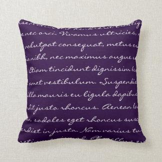 Escritura de Lorem Ipsum - texto púrpura oscuro Cojín