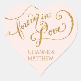 Escritura de los sellos del sobre para siempre en pegatina en forma de corazón