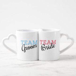 Escritura de novia y del novio del equipo set de tazas de café