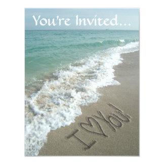 """Escritura en la playa, te amo invitaciones de la invitación 4.25"""" x 5.5"""""""