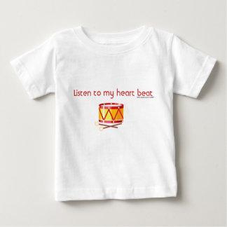 Escuche mis golpe-tambores del corazón tshirts