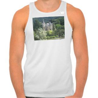 Escúdese como el edificio hermoso en orilla de un tee shirt