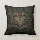Escudo céltico de la trinidad almohadas