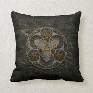 Escudo céltico de la trinidad almohada