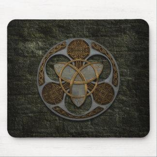 Escudo céltico de la trinidad mouse pads