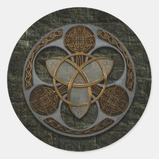 Escudo céltico de la trinidad pegatina redonda