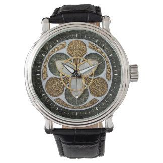 Escudo céltico de la trinidad relojes