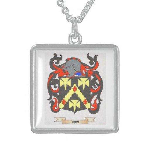 Escudo cuadrado de la familia de Smith del collar