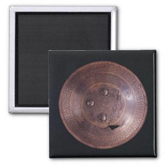 Escudo de acero con la decoración compleja del oro imán cuadrado