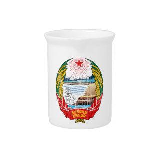 Escudo de armas de Corea del Norte Jarras Para Bebida