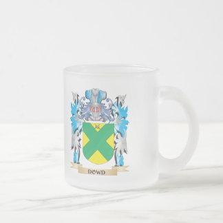 Escudo de armas de Dowd - escudo de la familia Taza Cristal Mate