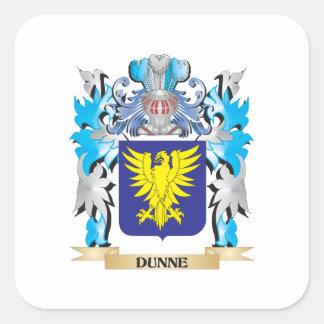 Escudo de armas de Dunne - escudo de la familia Pegatina Cuadrada
