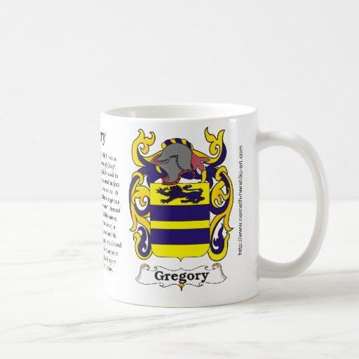 Escudo de armas de la familia de Gregory en una ta Taza Básica Blanca