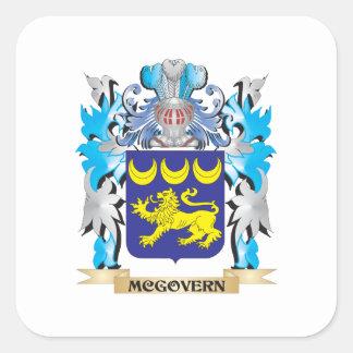 Escudo de armas de Mcgovern - escudo de la familia Calcomanías Cuadradass