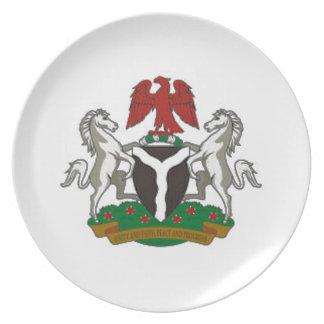 Escudo de armas de Nigeria Platos