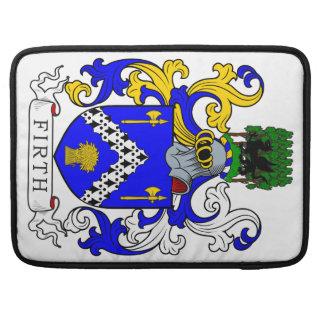 Escudo de armas del brazo de mar fundas macbook pro