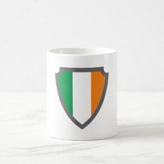 Escudo de armas escudo hatchment Irlanda país de i Taza Básica Blanca
